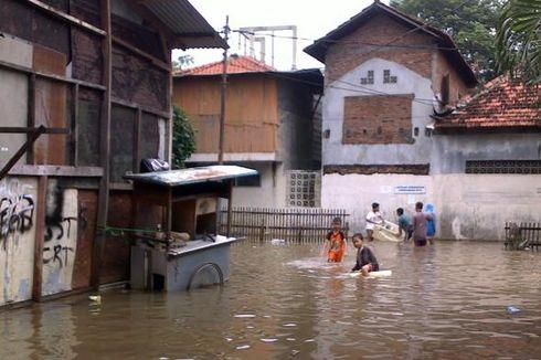Banjir Karet Tengsin, Warga Khawatir Adanya Ular