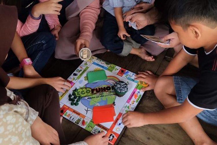 Permainan Ecofunopoly akan mengajak anak-anak mengenal dan menjaga lingkungannya.