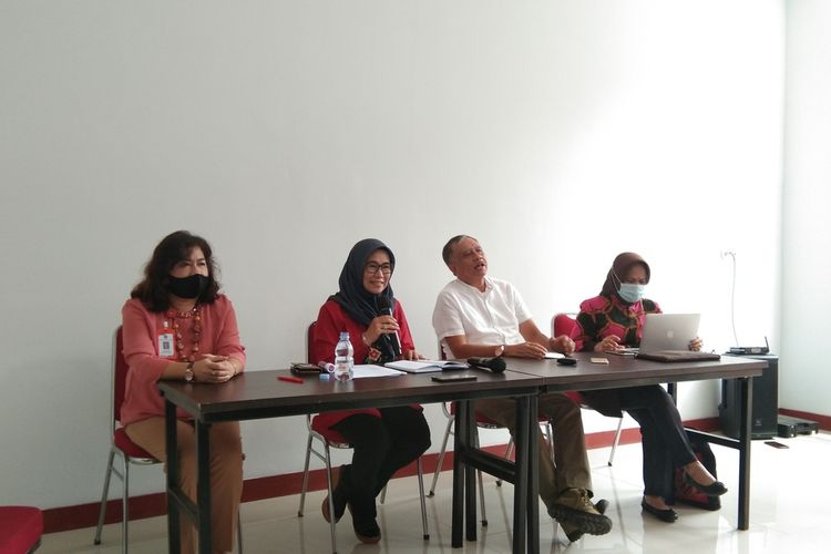 Rektor Unsika Sri Mulyani (tengah) saat konferensi pers tentang Iuran Pengembangan Institusi (IPI), Jumat (11/9/2020).