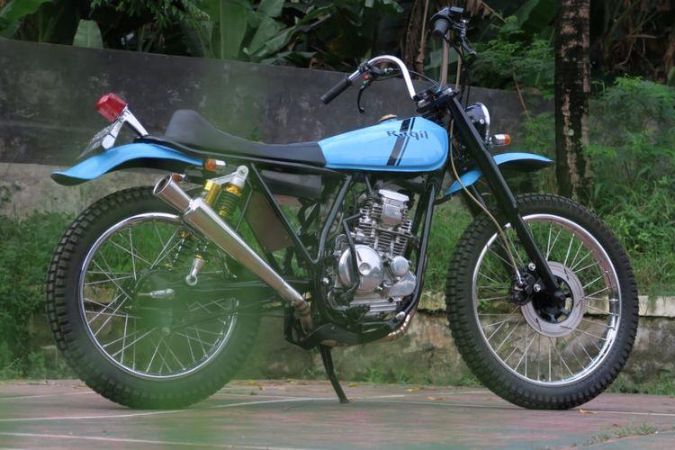 Modifikasi Yamaha Scorpio bergaya trail jadul.