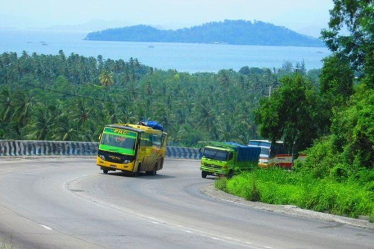 Ilustrasi bus di jalur lintas Sumatera