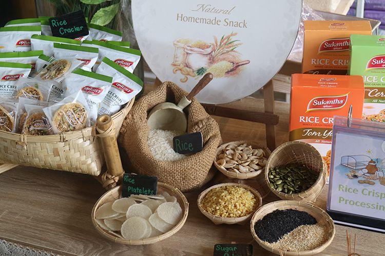 Aneka makanan kecil olahan dengan nama Rice Crisps. Produk ini terbuat dari beras Thai Hom Mali dan dikelola dengan skala industri rumahan di Provinsi Phetchaburi, Thailand.t