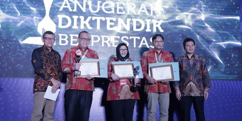 Kementerian Riset, Teknologi, dan Pendidikan Tinggi (Kemenristekdikti) memberikan penghargaan untuk dosen soshum berprestasi tahun 2018.