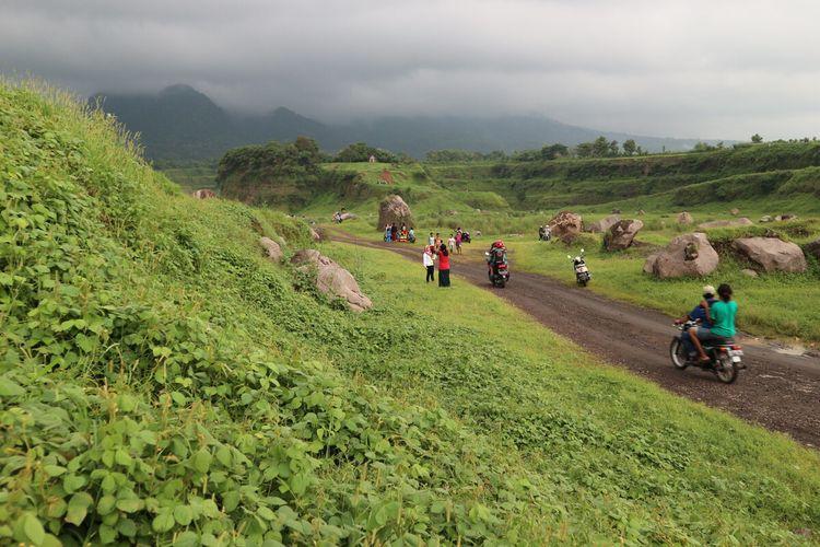 Suasana di Ranu Manduro, padang rumput bekas kawasan pertambangan, di Desa Manduro Manggung Gajah, Kecamatan Ngoro, Kabupaten Mojokerto Jawa Timur.