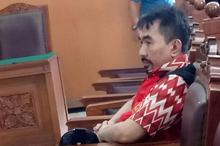 Gatot Brajamusti sebelum sidang perdana tindak asusila di ruang sidang utama Pengadilan Negeri Jakarta Selatan, Kamis (12/10/2017).