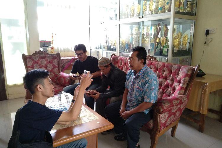 Wakil Kepala SMPN 6 Tasikmalaya Saefulloh saat dimintai keterangan wartawan di kantornya, Selasa (4/2/2020).