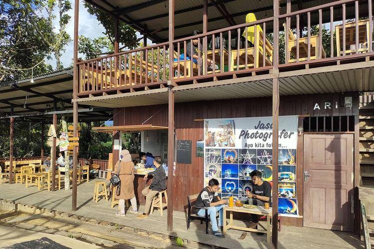 Tempat wisata di Samarinda bernama Puncak Dabo yang memiliki beragam spot foto dengan pemandangan Kota Samarinda, Kalimantan Timur.