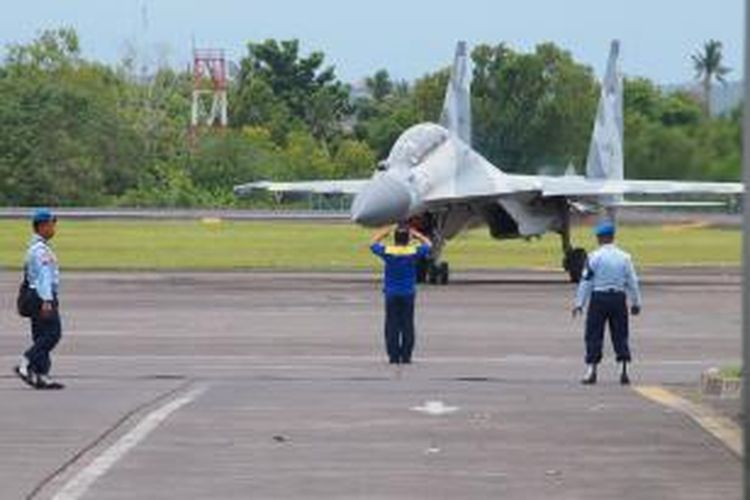 Pesawat Sukhoi saat di Base Ops lanud Ngurah Rai