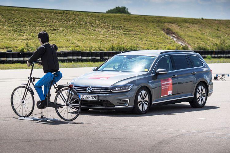 Sistem pengereman darurat Bosch, mendeteksi adanya pesepeda atau pejalan kaki.