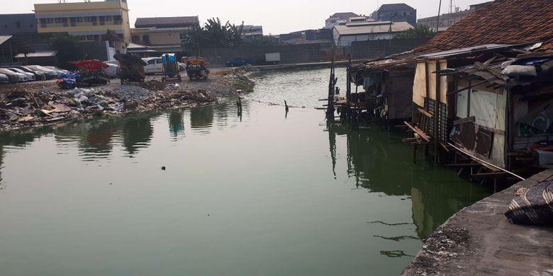 Kampung Teko atau dikenal dengan sebutan Kampung Apung berada di Kelurahan Kapuk, Cengkareng, Jakarta Barat.  Dinamakan Kampung Apung karena kawasan seluas 3 hektar dan dihuni sekitar 200 Kepala Keluarga (KK) itu berada di atas air sehingga seolah-olah mengapung. Foto diambil Rabu (11/9/2018)