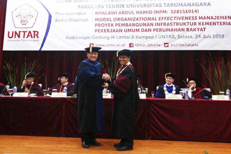 Dirjen Penyediaan Perumahan Kementerian PUPR meraih gelar Doktor Teknik Sipil Untar (24/7/2018)