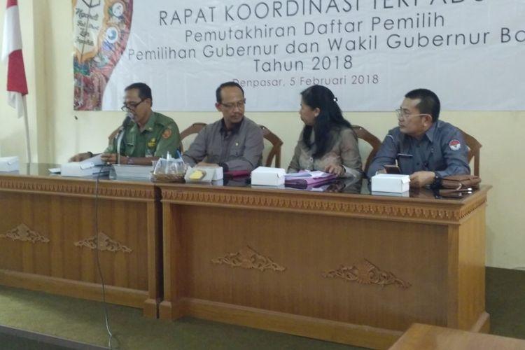 KPU Bali menggelar  rapat kordinasi terpadu pemutakhiran data pemilihan gubernur dan wakil gubernur Bali tahun 2018 di kantor KPU Bali, Senin (5/2/2018).