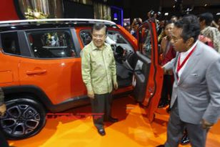 Wakil Presiden RI, Jusuf Kalla berkeliling IIMS 2015