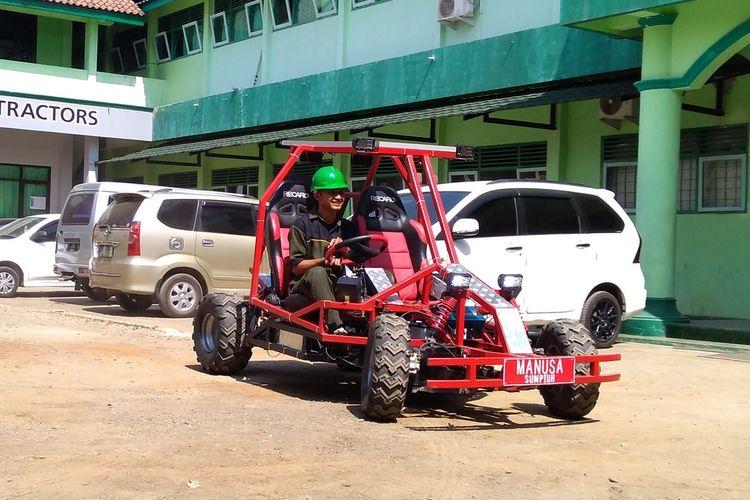 Siswa SMK Maarif NU 1 Sumpiuh, Kabupaten Banyumas, Jawa Tengah, menciptakan mobil listrik yang diberi nama Mobil Listrik Maarif (Molisma), Senin (2/9/2019).