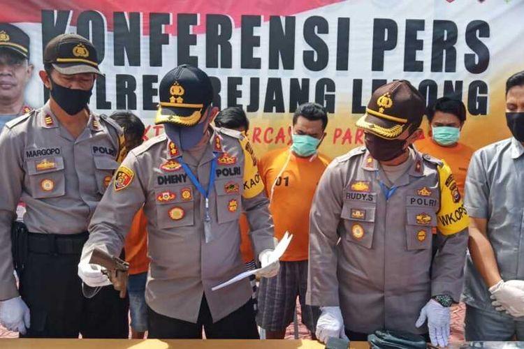 Kapolres Rejang Lebong, AKBP. Dheny Budhiono menggelar konfrensi pers