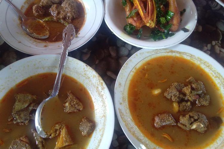 Menu khas kampung di Rumah Makanan Spesifik Khas Aceh Rayeuk di Desa Lam Panah, Kecamatan Indra Puri, Kabupaten Aceh Besar, Rabu (23/10/2019)