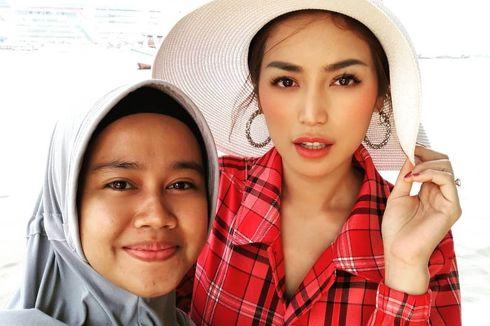 Jessica Iskandar Titip Doa, Asisten Menangis Diberangkatkan Umrah