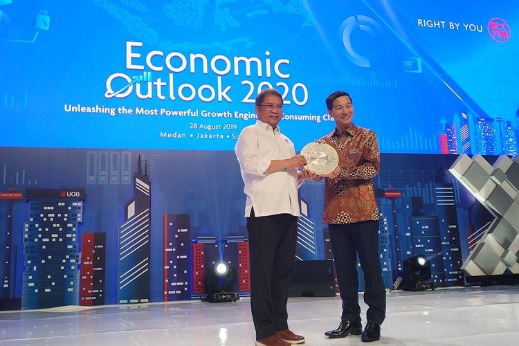 Menteri Komunikasi dan Informatika (Kominfo) Rudiantara menyampaikan materi dalam acara UOB Economic Outlook 2020 di Pacific Place, Jakarta, Rabu (28/8/2019).