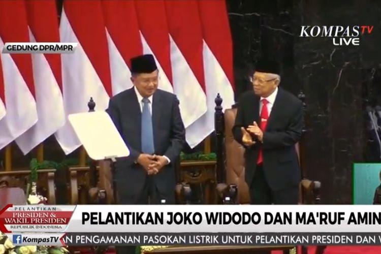 Jusuf Kalla mendapat standing ovation dari Maruf Amin dan Anggota MPR dalam Sidang Paripurna Pelantikan Presiden 2019.
