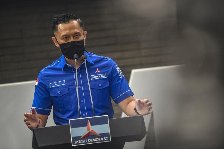 Ketua Umum DPP Partai Demokrat Agus Harimurti memberikan keterangan pers di kantor DPP Partai Demokrat , Jakarta, Senin (1/2/2021). AHY menyampaikan adanya upaya pengambilalihan kepemimpinan Partai Demokrat secara paksa, di mana gerakan itu melibatkan pejabat penting pemerintahan, yang secara fungsional berada di dalam lingkaran kekuasaan terdekat dengan Presiden Joko Widodo. ANTARA FOTO/Muhammad Adimaja/wsj.
