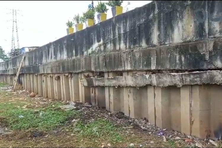 Sheetpile di Jalan Tomang Banjir Kanal Barat, Tomang, Grogol Petamburan, Jakarta Barat