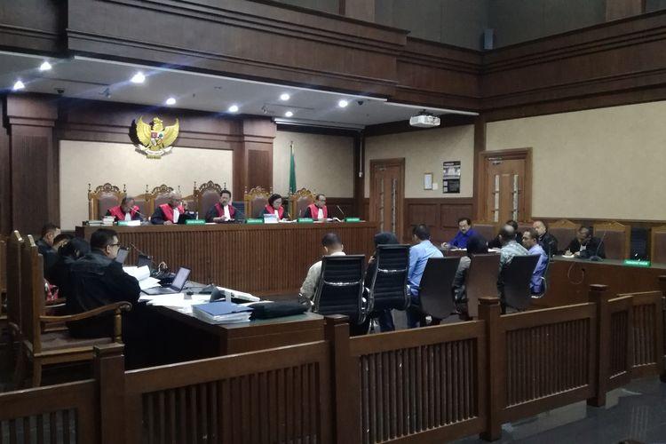 Sidang pemeriksaan saksi untuk mantan Gubernur Kepulauan Riau Nurdin Basirun, terdakwa kasus dugaan suap terkait izin prinsip pemanfaatan ruang laut di Kepulauan Riau dan penerimaan gratifikasi, Rabu (8/1/2020)