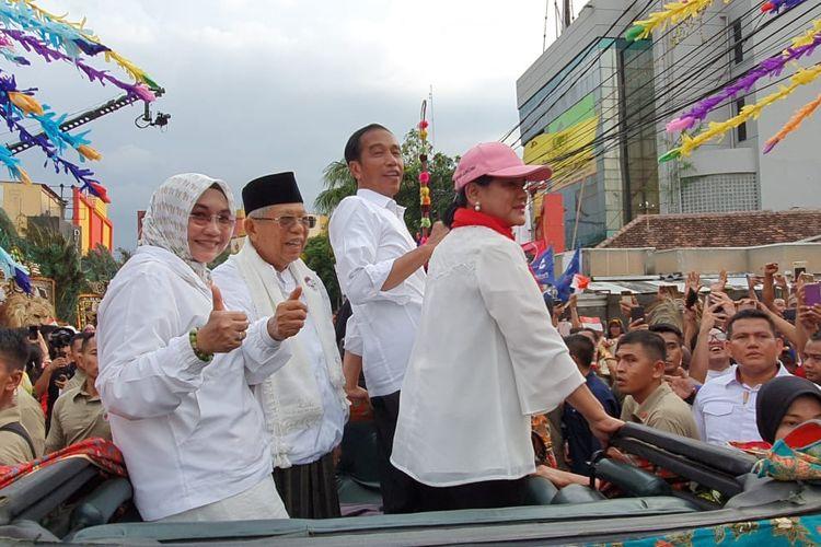 Jokowi-Maruf beserta istri
