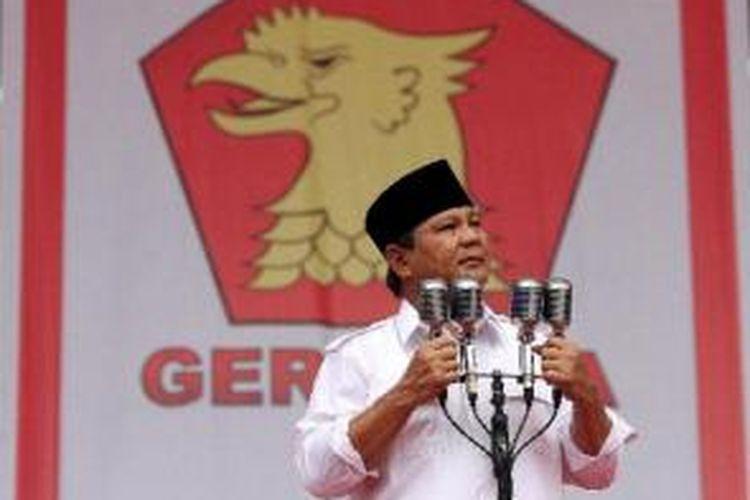 Ketua Dewan Pembina Partai Gerindra, Prabowo Subianto, menghadiri kampanye Partai Gerindra di Stadion Utama Gelora Bung Karno, Jakarta, Minggu (23/3/2014). Partai Gerindra dari jauh hari sebelumnya telah menetapkan Prabowo Subianto sebagai calon presiden dalam Pemilu 2014.