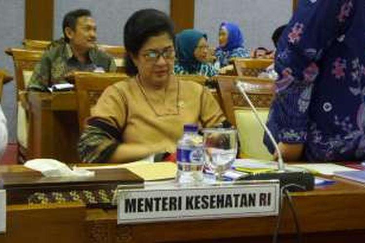 Menteri Kesehatan, Nila Moeloek dalam rapat kerja bersama Komisi IX DPR di Kompleks Parlemen, Senayan, Jakarta, Kamis (14/7/2016)