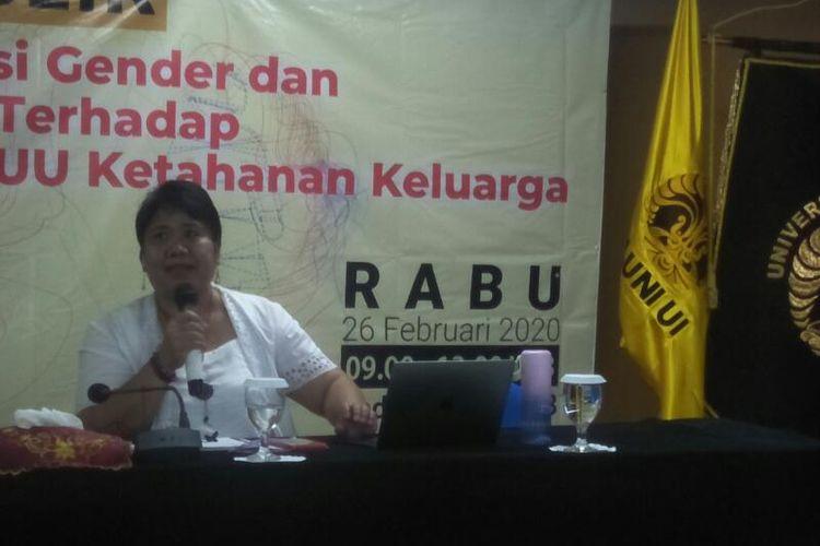 Direktur Eksekutif Lingkaran Pendidikan Alternatif (Kapal) Perempuan  Misiyah dalam Acara Diskusi di Universitas Indonesia, Salemba, Jakarta Pusat, Rabu (26/2/2020)