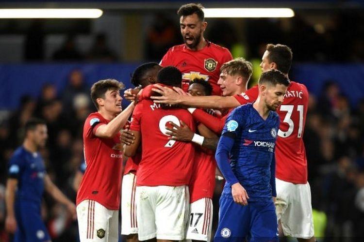 Para pemain Setan Merah merayakan gol yang dicetak Anthony Martial pada laga Chelsea vs Man United di Liga Inggris, 18 Februari 2020.