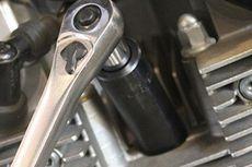 2 Aturan Jika Ingin Buka Pasang Busi Motor