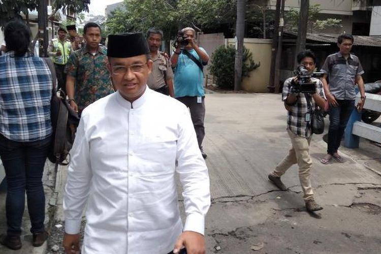 Calon gubernur DKI Jakarta, Anies Baswedan saat di kawasan Kelapa Gading, Jakarta Utara pada Jumat (24/2/2017).