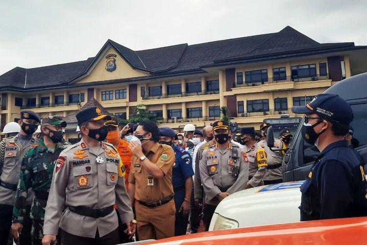 Kapolda Banten saat melakukan pengecekan personel Operasi Lilin Kalimaya 2020 di Mapolda Banten