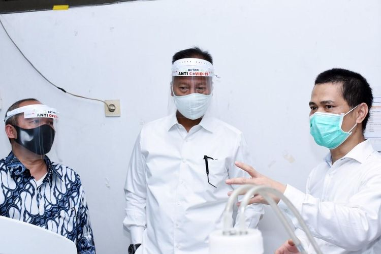 Menteri Perindustrian Agus Gumiwang Kartasasmita mengunjungi  Balai Besar Teknologi Pencegahan Pencemaran Industri (BBTPPI) di Semarang, Senin (22/6/2020).