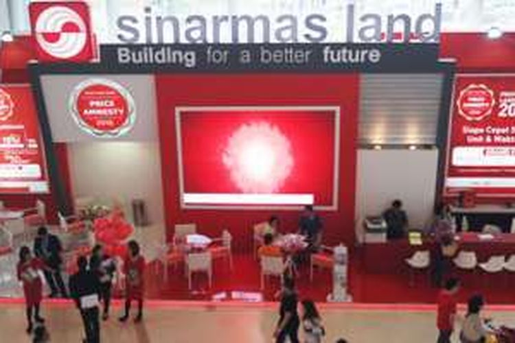 Booth Sinar Mas Land menawarkan program Price Amnesty di Pekan Raya Indonesia (PRI) di ICE BSD, Tangerang Selatan, Sabtu (29/10/2016).