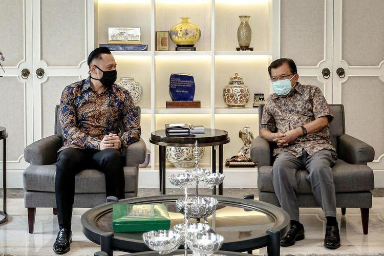 Pertemuan antara Ketua Umum Partai Demokrat Agus Harimurti Yudhoyono (AHY) dengan Wakil Presiden RI ke 10 dan 12 Jusuf Kalla, Minggu (14/3/2021).