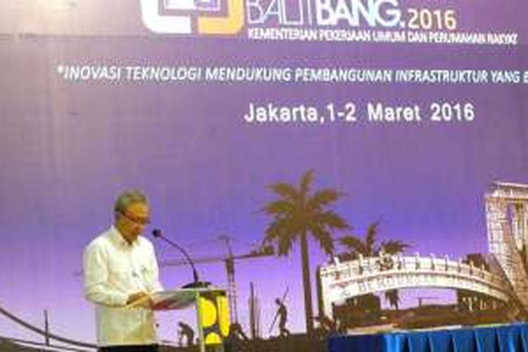 Kepala Badan Penelitian dan Pengembangan DR. Ir. Arie Setriadi Moerwanto, M.Sc memberikan sambutan dalam acara Kolokium Balitbang 2016