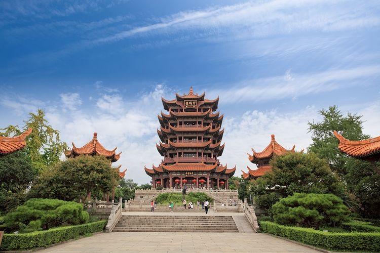 Ilustrasi Wuhan - Tempat wisata Yellow Crane Tower yang merupakan ikon Kota Wuhan, China.