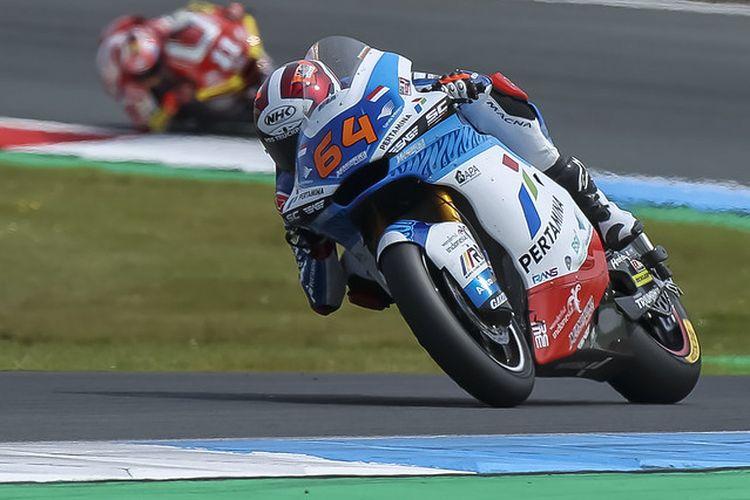 Pebalap Pertamina Mandalika SAG Team, Bo Bendsneyder, saat balapan pada Moto2 Belanda 2021