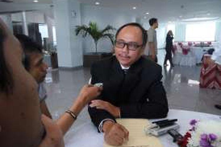 Calon Hakim Agung untuk kamar perdata, Mochammad Agus Salim, usai mengikuti sesi wawancara di Komisi Yudisial, Jakarta Pusat, Senin (20/6/2016)