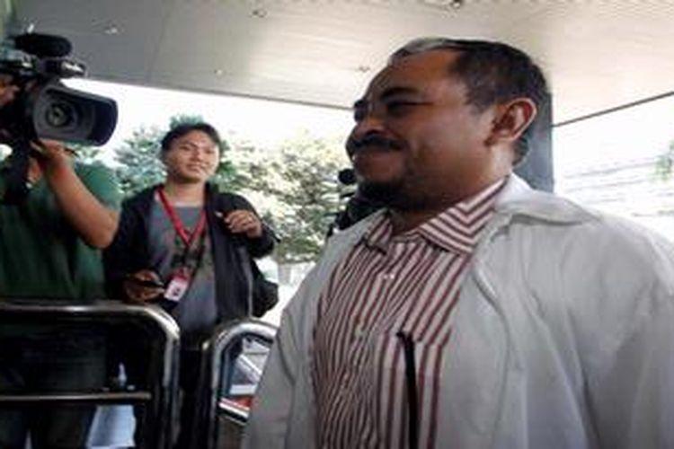 Mantan Presiden Partai Keadilan Sejahtera, Luthfi Hasan Ishaaq menjalani pemeriksaan lanjutan di Komisi Pemberantasan Korupsi, Jakarta, Jumat (24/5/2013). Dalam waktu dekat berkas pemeriksaan Luthfi selesai dan tersangka dugaan suap kuota impor daging sapi tersebut siap untuk disidangkan.
