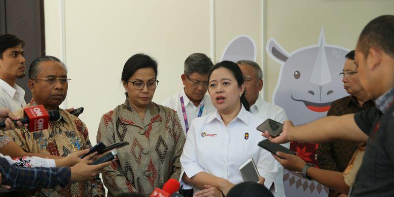 Menko PMK Puan Maharani bersama 3 Menko lainnya usai rapat Rekonstruksi dan Rehabilitasi Provinsi NTB Pasca Gempa di Kantor Wapres, Senin (27/8).