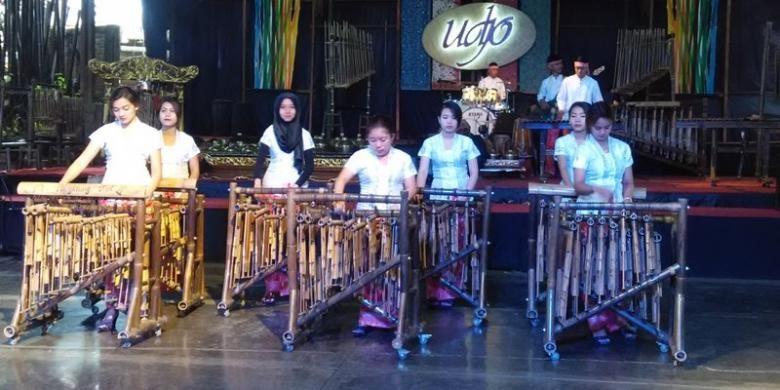 Salah satu pertunjukan di Saung Angklung Udjo (SAU) Bandung.