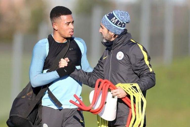 Striker baru Manchester City, Gabriel Jesus, menjalani sesi latihan klub pada Kamis (19/1/2017).
