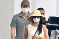 Harry dan Meghan Pakai Masker dan Jalan Kaki di Beverly Hills