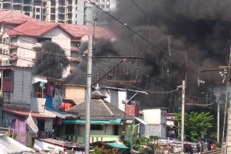 Kebakaran di kawasan Benhil, Jakarta Pusat, Sabtu (13/6/2020)