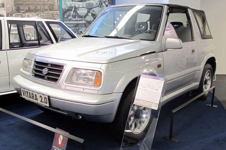 Salah satu mobil legendaris, Suzuki Vitara edisi khusus Elton John di Plaza Suzuki, Hamamatsu, Jepang.