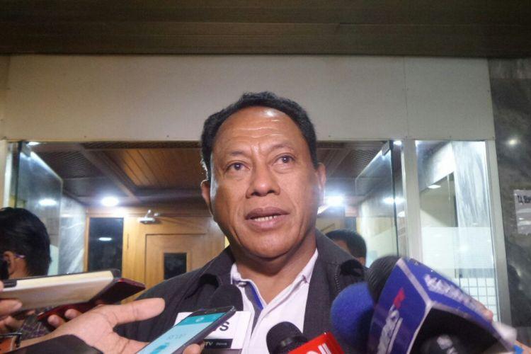 Ketua Dewan Kehormatan PDI-P, Komarudin Watubundi Kompleks Parlemen, Senayan, Jakarta, Rabu (23/11/2017).