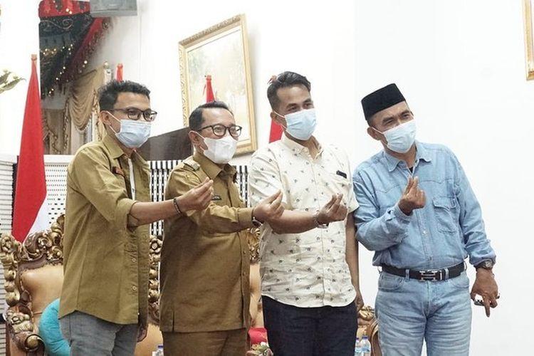 Kepulangan Lord Adi ke Tanah Datar, Sumatera Barat, disambut baik oleh Bupati Eka Putra.